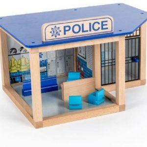 Fin polisstation i trä