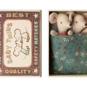 Babymöss tvillingar i låda